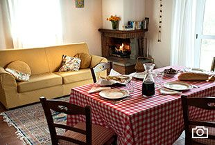 1-apartments-holiday-in-country-house-sleeps-5-pool-umbria-torgiano-italy