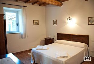 3-apartments-holidays-perugia-wide-room-sleeps-5-agriturismo-torgiano-italy