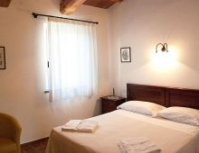 3-apartment-holidays-4-people-three-room-country-house-umbria-torgiano-assisi-italy