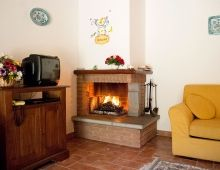 1-apartment-two-rooms-fireplace-romantic-torgiano-country-house-umbria-perugia-italy