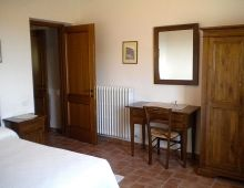 3-holiday-in-umbria-farm-with-apartments-pool-offers-umbria-tourism-torgiano