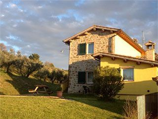 Booking apartments in holidays house - Booking flats in vacations home - Torgiano Umbria Italy
