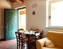1-apartment-home-vacation-sleeps-4-umbrian-countryside-torgiano-italy