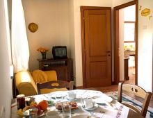 2-apartments-sleeps-4-holydays-houses-farm-umbria-torgiano-umbria-italy