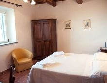 3-holidays-houses-perugia-relax-farm-with-apartments-umbrian-countryside-italy